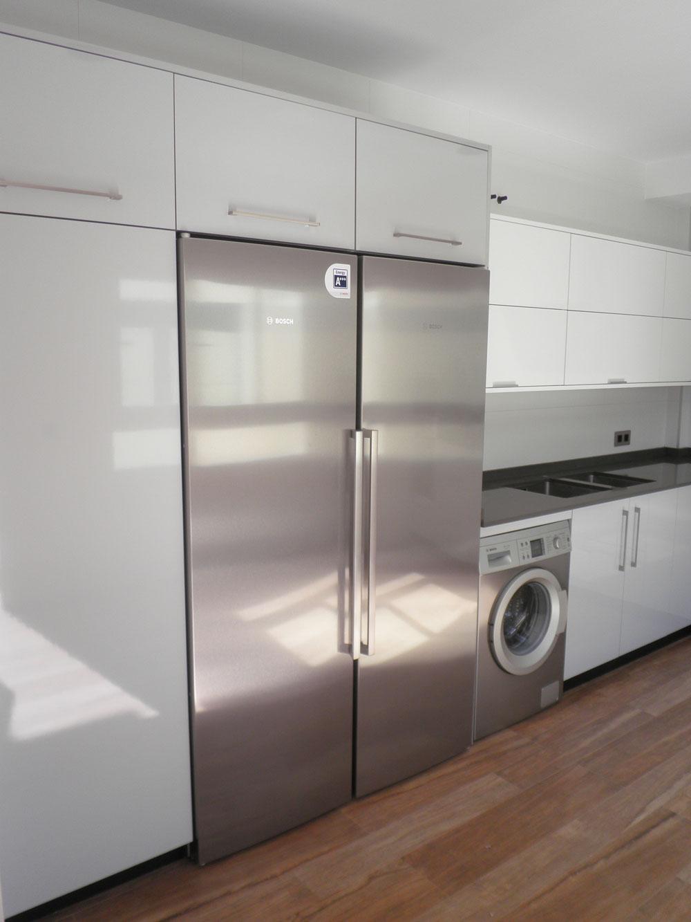 Cocinas blanco y gris cocina estilo color blanco gris for Cocinas modernas en gris y blanco