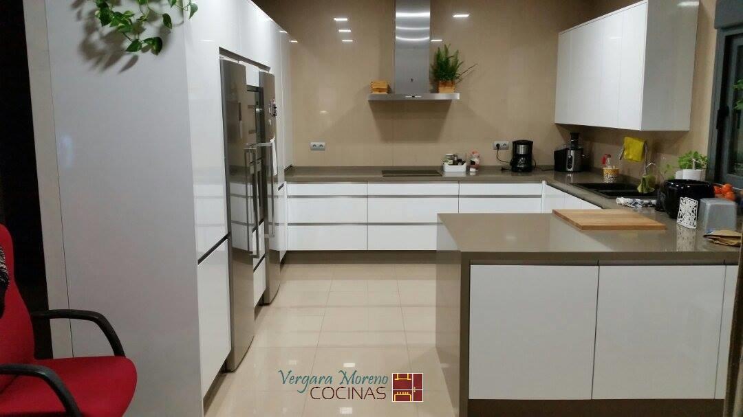 Cocina laminado Blanco Brillo Silestone Noka | Cocinas Vergara Moreno